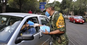 Mexico distributes surgical masks