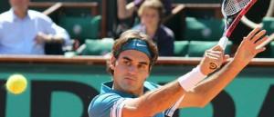 Federer preparing to hit defensive slice backhand at Roland Garros